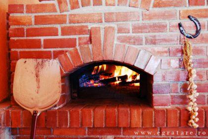 cuptor pe lemne pizza